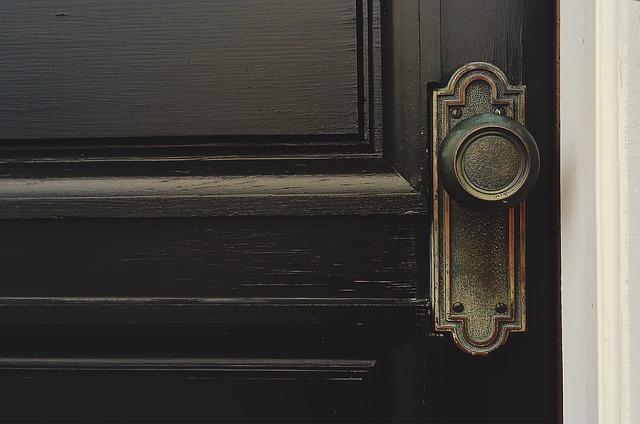 producent drzwi wewnętrznych drewnianych