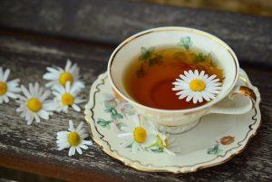 dzbanek do herbaty z zaparzaczem